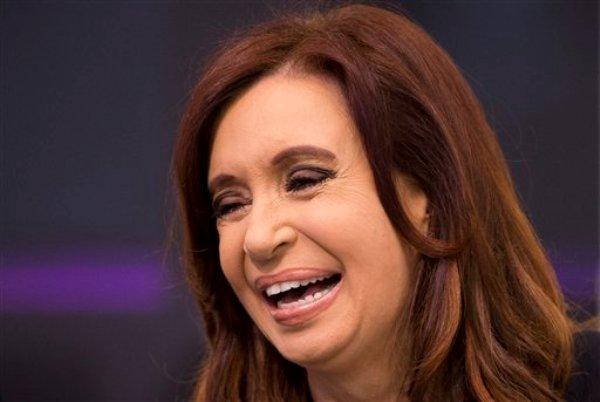 Cristina Fernández fotografiada durante un encuentro con dirigentes sindicales el 9 de octubre del 2012 en Buenos Aires. La presidenta argentina tiene más de 2,2 millones de seguidores en Twitter y es la más popular de los gobernantes latinoamericanos en esa red social. (AP Photo/Victor R. Caivano, File)
