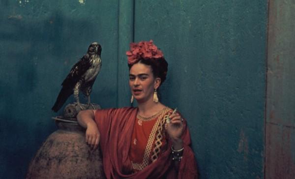 Frida con pájaro