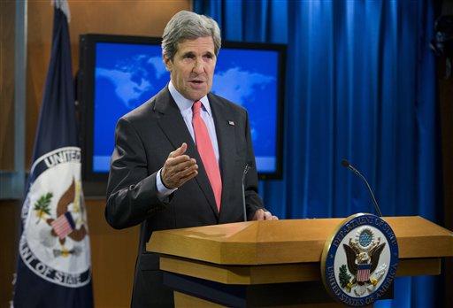 """El secretario de Estado norteamericano John Kerry gesticula durante una declaración sobre la situación en Egipto antes del comienzo de una sesión informativa en el Departamento de Estado, en Washington, el miércoles 14 de agosto de 2013. Kerry dijo el miércoles que la escalada de la violencia en todo el país había asestado un """"duro golpe"""" a los esfuerzos de reconciliación política entre el gobierno interino respaldado por los militares y los partidarios del derrocado presidente Mohamed Morsi. (AP Foto/Evan Vucci)"""