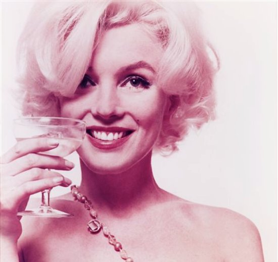 Foto de 1962 suministrada por la casa rematadora Freeman, en Filadelfia, de un portafolio de 10 fotos de la actriz Marilyn Monroe que será rematado el martes, 10 de septiembre del 2013. (Foto AP/Freeman?s, Bert Stern)