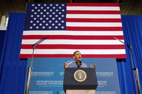 """El presidente Barack Obama habla en una escuela secundaria Henninger en Syracuse, Nueva York, el jueves 22 de agosto del 2013, en el primer día de una gira por autobus de dos días en campaña a favor de la ayuda financiera para los universitarios.Obama dijo el viernes que el posible ataque con armas químicas en Siria es """"un acontecimiento importante de enorme preocupación"""", en una entrevista con el programa """"New Day"""" de la cadena CNN.  (Foto AP/Jacquelyn Martin)"""