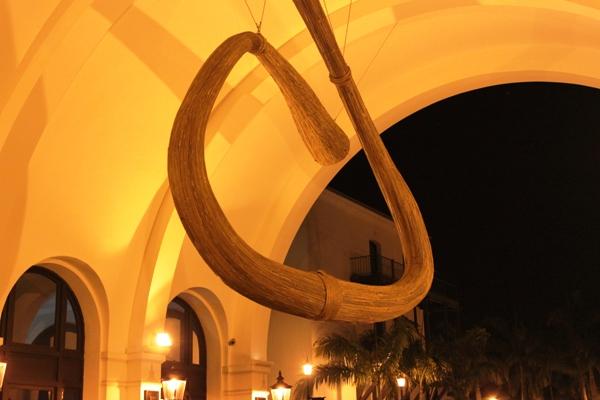 Intervención de Juana Córdova, en los Arcos de Plaza Lagos Town Center