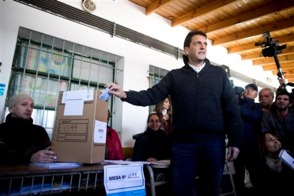 Sergio Massa votando