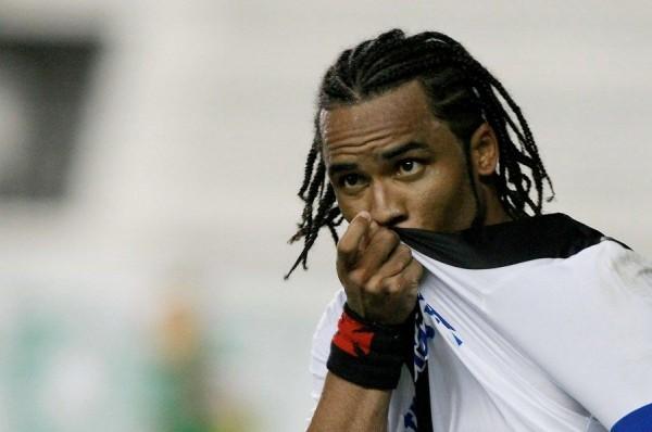 Carlos Alberto comemora único gol da partida