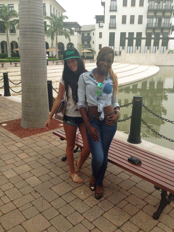María y Francis, hermana de Felipao, en Plaza Lagos. Foto: @CaicedoFrancis