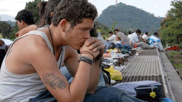 "* Fotograma de la película ""Sin nombre"", de Amy Kaufman, sobre el tren de carga llamado ""La Bestia"", en México."