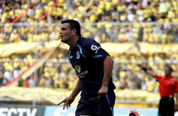 QUITO 13 DE JULIO DE 2013, En el estadio Atahualpa Católica recbe al Barcelona Gol Laurito Catòlica 3x1 APIFOTO/JAVIER CAZAR