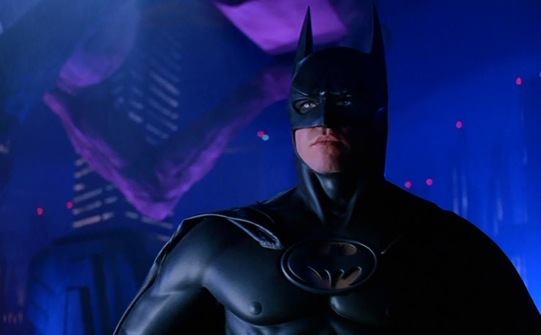 Val Kilmer como Batman.