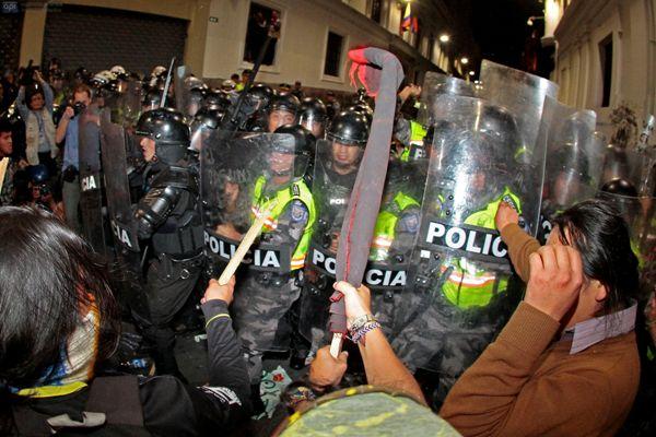 QUITO 27 DE AGOSTO DEL 2013. Marcha en contra de la explotacion del Yasuni. FOTOS API / JUAN CEVALLOS
