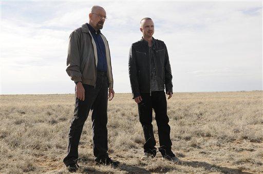 """Bryan Cranston, en el papel de Walter Whiteen, y Aaron Paul, como Jesse Pinkman, en una escena de la quinta temporada de la serie """"Breaking Bad"""". El final de la serie se transmitirá el 29 de septiembre de 2013 en una imagen proporcionada por AMC. (Foto AP/AMC, Ursula Coyote)"""