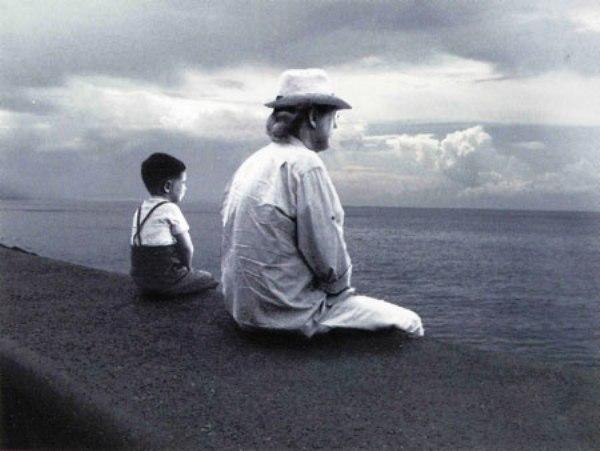 El niño que miraba el mar