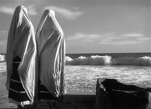"""Una escena de la película """"La Perla """" dirigida por Emilio """"El Indio"""" Fernández con la dirección de cámara de Gabriel Figueroa en una fotografía sin fecha proporcionada por el Museo de Arte del Condado de Los Angeles."""