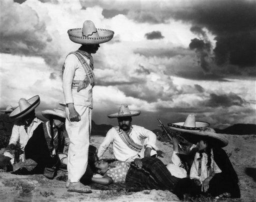 """Una escena de la película """"Enemigos"""" de Chano Urueta de 1933 con la dirección de fotografía de Gabriel Figueroa."""