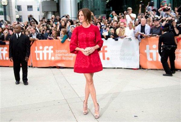"""Julia Roberts llega a la premiere de """"August: Osage County"""" en el Festival Internacional de Cine de Toronto, el lunes 9 de septiembre del 2013 en Toronto, Canadá. (AP Foto/The Canadian Press, Nathan Denette)"""