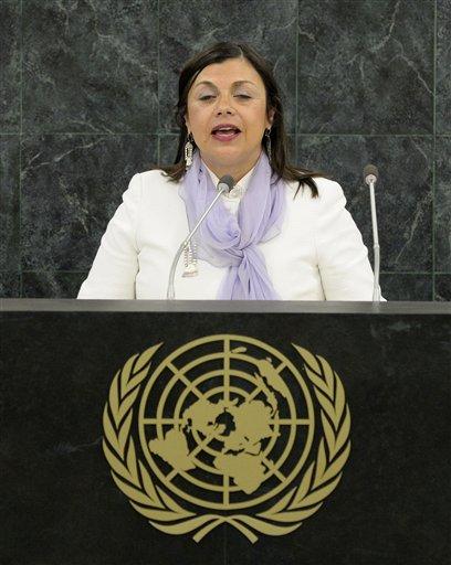 María Soledad Cisternas, una chilena que dirige la Comisión por los Derechos de las Personas con Incapacidades de la ONU, habla durante la conferencia de alto nivel convocada para promover los intereses de los incapacitados el 23 de septiembre del 2013 en la ONU. (AP Photo/Justin Lane, Pool)