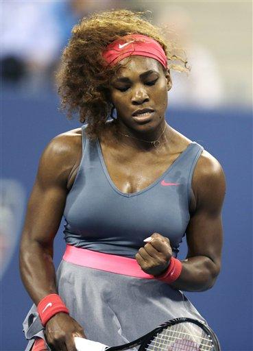 Serena Williams celebra tras ganar un punto la española Carla Suárez Navarro en los cuartos de final del Abierto de Estados Unidos el martes 3 de septiembre de 2013. (AP Foto/Charles Krupa)