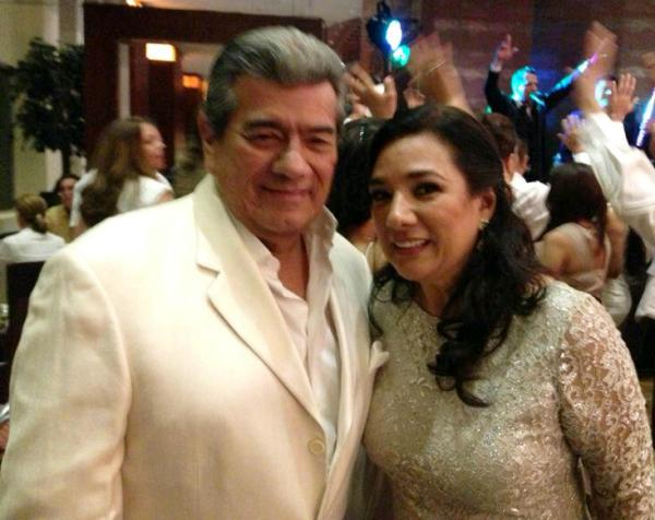 El alcalde de Machala, Carlos Falquez Batallas, junto a Tania Tinoco.