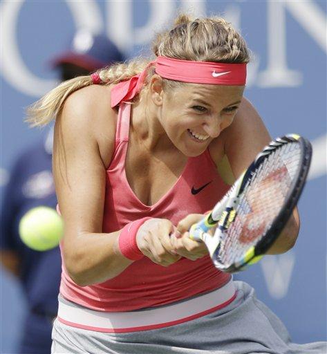 La bielorrusa Victoria Azarenka durante su partido ante la serbia Ana Ivanovic en los cuartos de final del Abierto de Estados Unidos el martes 3 de septiembre de 2013. (AP Foto/Julio Cortez)