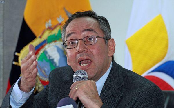 QUITO 2 DE SEPTIEMBRE DEL 2013. El ministro de Educacion hablo sobre el proceso de matriculas extraordinarias Augusto Espinosa. FOTOS API / JUAN CEVALLOS.