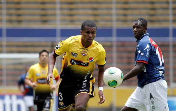QUITO 15 DE SEPTIEMBRE DE 2013, En un estadio Atahualpa sin publico, Dep Quito enfrenta a Barcelona FOTO API/JAVIER CAZAR