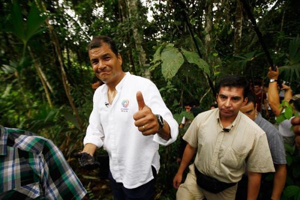 El presidente Rafael Correa, en el Pozo Aguarico. Foto: Archivo
