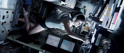 """Sandra Bullock en el papel de la doctora Ryan Stone en una escena de """"Gravity"""" en una fotografía publicitaria proporcionada por Warner Bros. (Foto AP/Courtesy Warner Bros. Pictures)"""