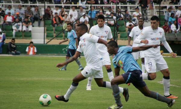 Ambato, 15 de septiembre del 2013Partido entre Macará y Liga de Quito en el estadio Bellavista de Ambato.APIFOTO: Carlos Campaña