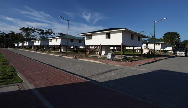 Playas del Cuyabeno (Sucumbíos), 1 de octubre del 2013.- El Presidente de la República, Rafael Correa, inauguró la Comunidad del Milenio Playas del Cuyabeno. Foto: Santiago Armas/Presidencia de la República.