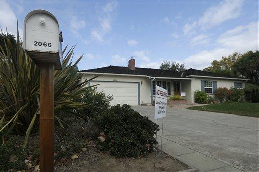 La casa 2066 de la calle Crist Drive en Los Altos, California, donde creció Steve Jobs, el martes 29 de octubre del 2013. (AP Foto/Jeff Chiu)