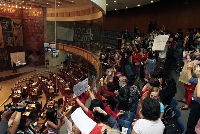 Debate del Código Orgánico Integral Penal en la Asamblea Nacional, el 10 de octubre de 2013. API