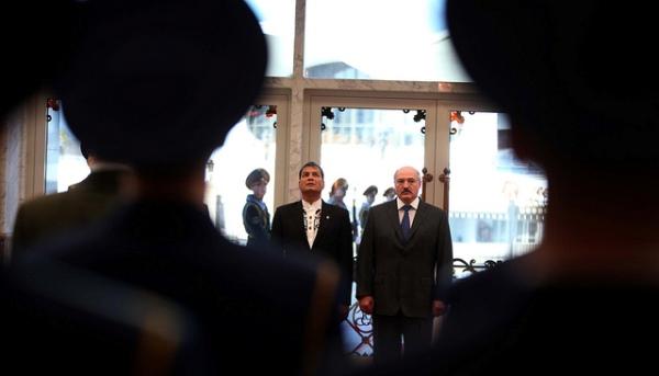 Minsk (Belarús), 31 de octubre de 2013.- El Presidente de la República, Rafael Correa, mantiene una reunión con su homólogo de Belarús, Alexander Lukashenco, en el Palacio de la Independencia, de la ciudad de Minsk, capital de Belarus donde cumplirá una extensa agenda. Foto: Santiago Armas/Presidencia de la República.