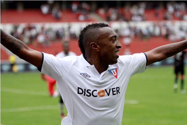 QUITO 27 DE OCTUBRE DE 2013, En el estadio Casa Blanca Liga Deportiva Universitaria de Quito recibe a la Liga de Loja  FOTO API/JAVIER CAZAR