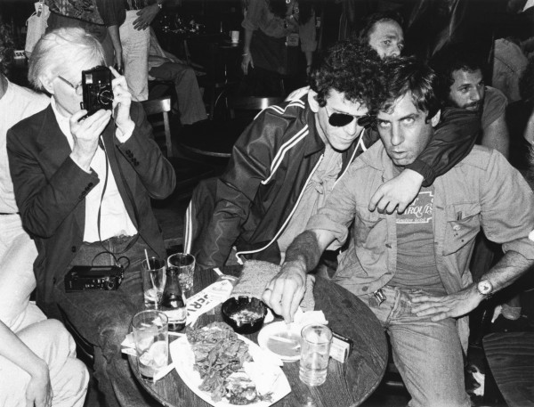 Andy Warhol, Lou Reed y Danny Fields en The Bottom Line, NYC. Julio 1978.