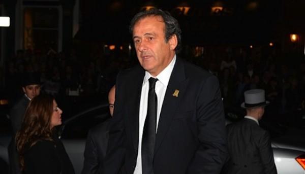 Foto de archivo. El presidente de la UEFA Michel Platini a su llegada al festejo de los 150 años de vida de la Asociación de Fútbol de Inglaterra el 26 de octubre del 2013 en Londres. (AP Photo/Leon Neal, Pool).
