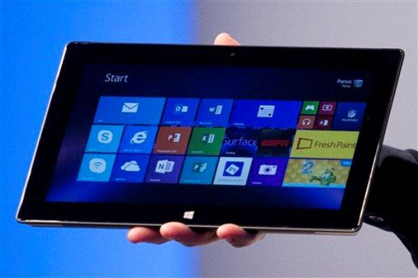 ARCHIVO - Foto de archivo, 23 de septiembre de 2013, de la nueva tableta Microsoft Surface Pro 2. La nueva tableta es eficiente para trabajar en viaje, sobre todo si se agrega el teclado, que cuesta 130 dólares. Pero carece de la elegancia y la diversión que caracterizan al iPad y muchas tabletas basadas en Android. (AP Foto/Mark Lennihan, File)