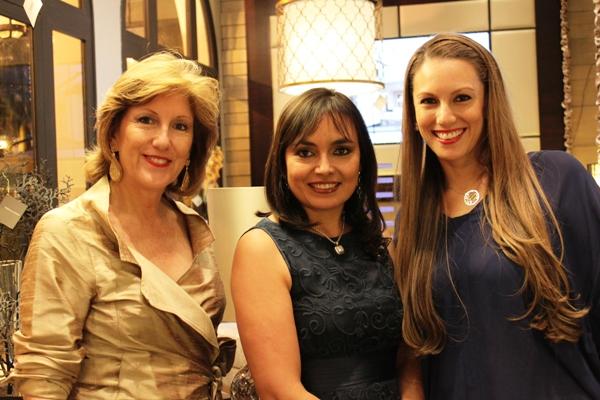 Adriana Hoyos 086 con amigas