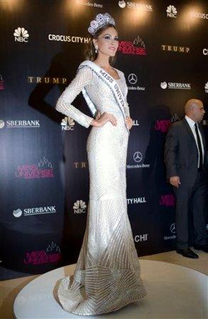 Miss Universo 2013 María Gabriela Isler, de Venezuela, posa con su corona tras ganar el concurso Miss Universo 2013 en Moscú, Rusia, el sábado 9 de noviembre de 2013. (Foto AP/Pavel Golovkin)