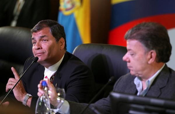 Rafael Correa y Juan Manuel Santos. Foto de Archivo, La República.