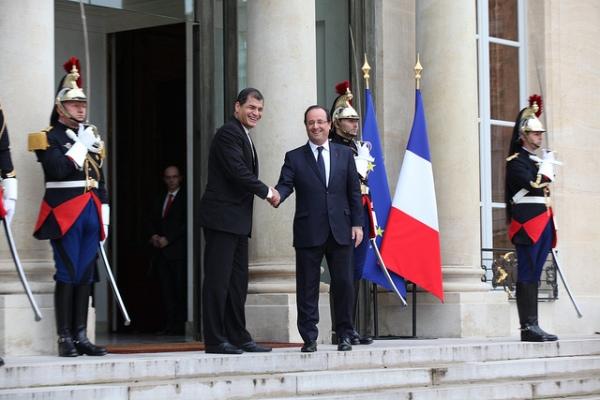Paris (Francia), 07 nov 2013.- El Presidente de la República, Rafael Correa, durante su visita privada con Francois Hollande, Presidente de Francia. Foto: Mauricio Muñoz E / Presidencia de la República.