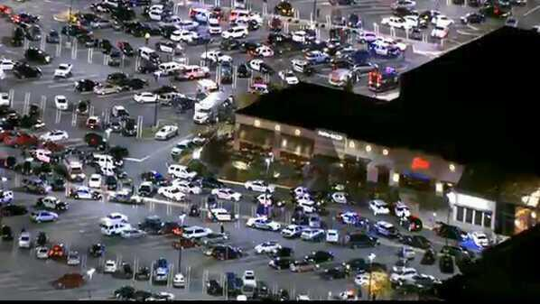 La Policía ha cercado el centro comercial de Nueva Jersey tras un tiroteo.