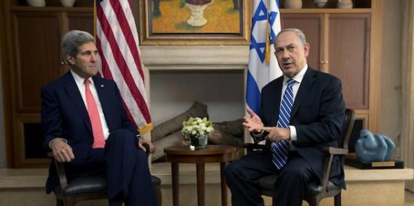 John Kerry, secretario de Estado de EE.UU., y Benjamin Netanyahu, primer ministro de Israel. Foto de Archivo.