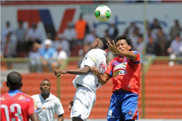 QUITO 10 NOVIEMBRE 2013. Liga de Quito Vs Quevedo. FOTOS API.