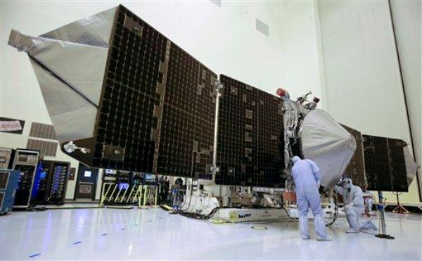 Foto del viernes 27 de septiembre del 2013 de la nave espacial MAVEN de la NASA, en Cabo Cañaveral, Florida, que será lanzado al espacio el lunes, 18 de noviembre del 2013. (Foto AP/John Raoux)