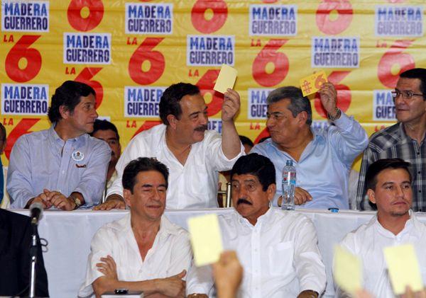 El candidato a la Prefectura, César Rohón,  Jaime Nebot, el candidato a la reelección a la alcaldía de Machala, Carlos Falquez, y el concejal Polo Baquerizo.
