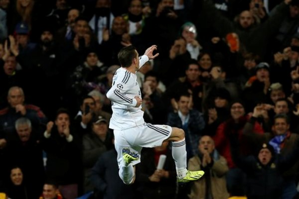 El jugador de Real Madrid, Gareth Bale, festeja un gol contra Galatasaray por la Liga de Campeones el miércoles, 27 de noviembre de 2013, en Madrid. (AP Photo/Andres Kudacki)