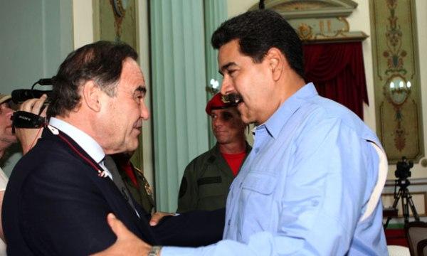 Oliver Stone y Nicolás Maduro, durante un encuentro en diciembre de 2013.