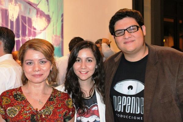 Jeannine Zambrano, Valeria Coronel y Antonio Jurado en la inauguración