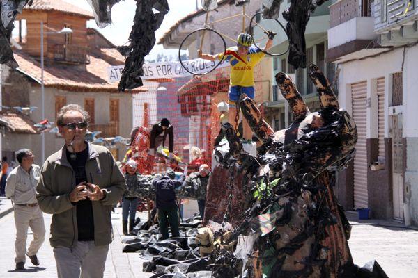 CUENCA, Ecuador. La preocupación por los daños a la ecología por la explotación petrolera ha sido uno de los temas del concurso de Años Viejos, organizado por la Unión de Periodistas del Azuay. API.