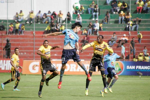 Ambato, 8 de diciembre del 2013Partido entre Macará y Barcelona en el estadio Bellavista de Ambato.APIFOTO: Carlos Campaña