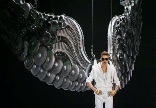 Justin Bieber durante su concierto de la gira I Believe en Berlín, Alemania en una fotografía del 31 de marzo de 2013. (Foto AP/Gero Breloer, archivo)